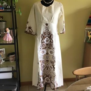 Dresses & Skirts - Vintage Filipino dress with embroidery